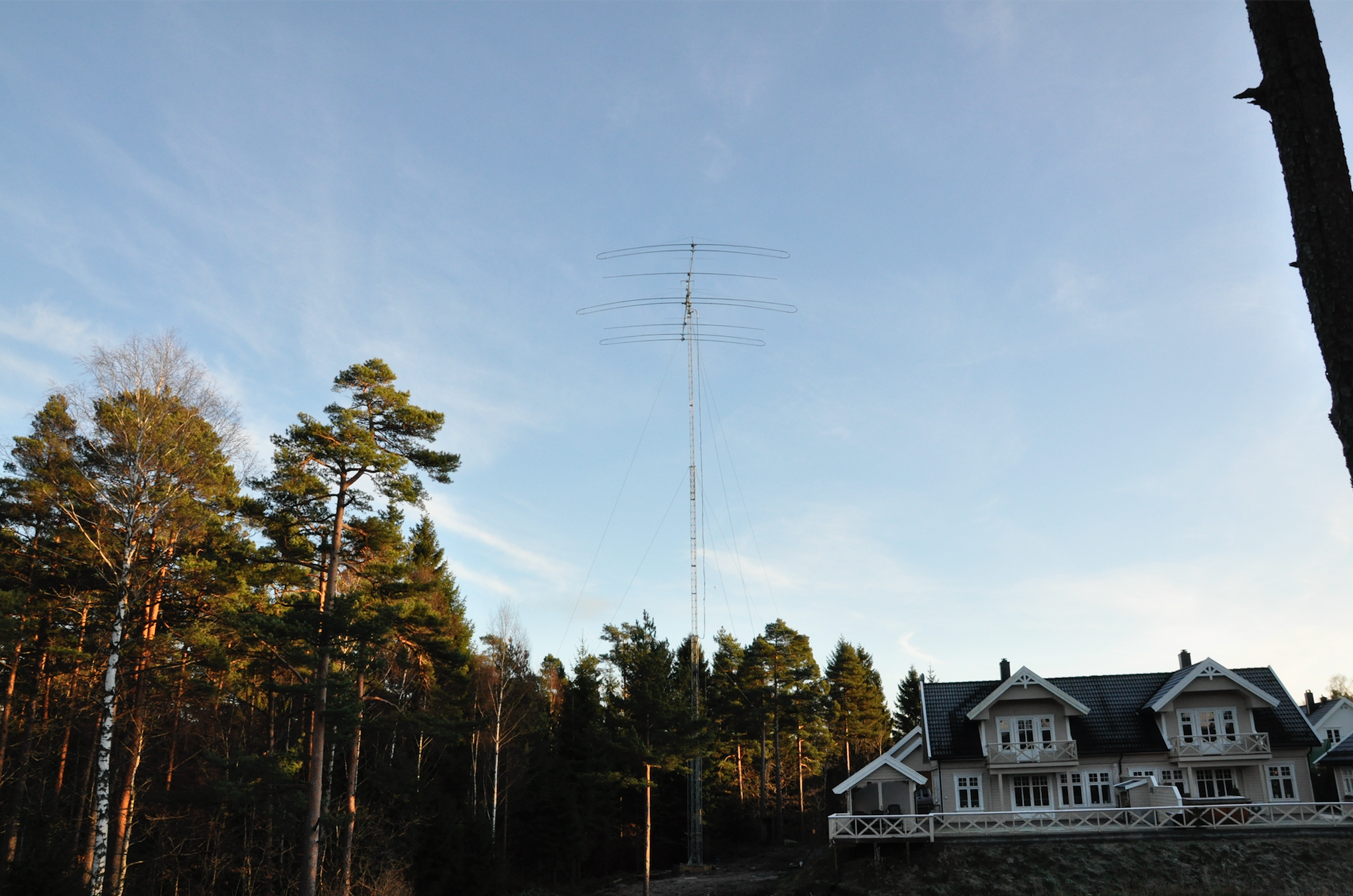 Høvåg, Norway DB-42@37 meter crank-up tower LA3ZPA